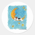 Fox terrier del alambre en la luna etiqueta redonda