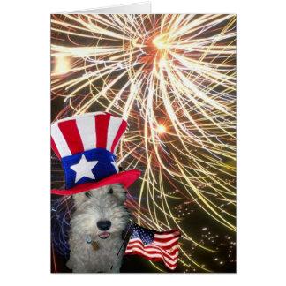 Fox terrier del alambre que celebra Día de la Tarjeta Pequeña