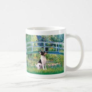 Fox terrier del juguete - puente taza