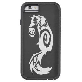 Fox tribal de Kitsune con la linterna del alcohol Funda De iPhone 6 Tough Xtreme