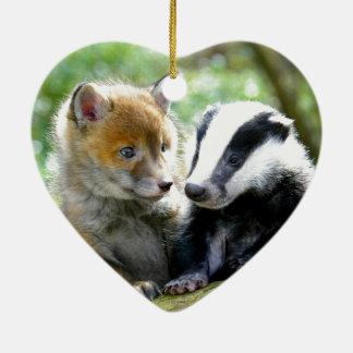 ¡Foxcub y tejón lindos! Adorno Navideño De Cerámica En Forma De Corazón