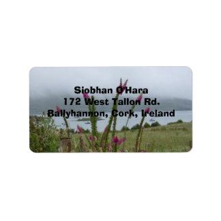 Foxgloves e isla irlandeses de la cebada etiqueta de dirección