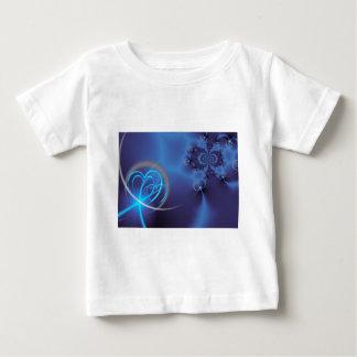 Fractal azul con los corazones de neón remera