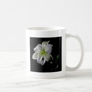 Fractal blanco de la orquídea en negro taza de café