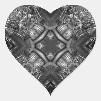 Fractal blanco y negro 13 del caleidoscopio pegatina en forma de corazón