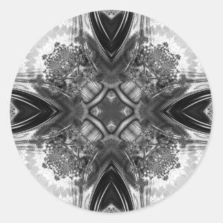 Fractal blanco y negro 13 del caleidoscopio pegatina redonda