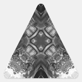 Fractal blanco y negro 13 del caleidoscopio pegatina triangular