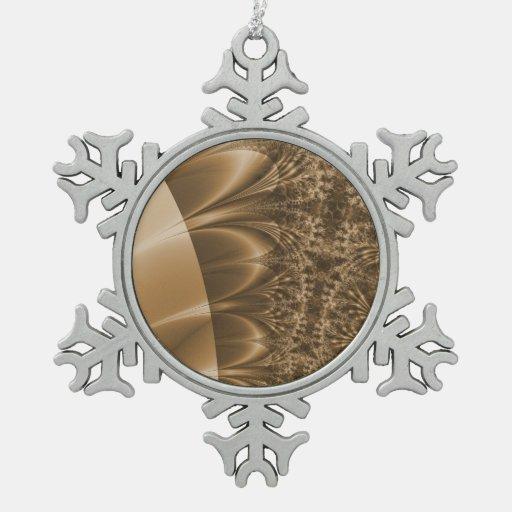 Fractal de marfil bronceado del rastro adorno de peltre en forma de copo de nieve