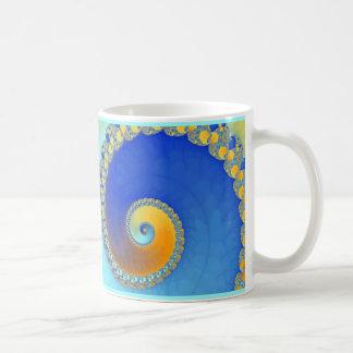 Fractal del caracol azul y amarillo taza de café