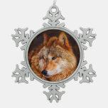 Fractal del lobo rojo adorno de peltre en forma de copo de nieve