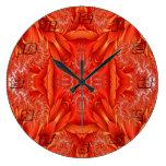 Fractal delicado de la pluma - #s anaranjados rojo relojes de pared