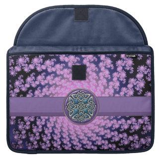 Fractal espiral azul púrpura con el nudo céltico fundas macbook pro