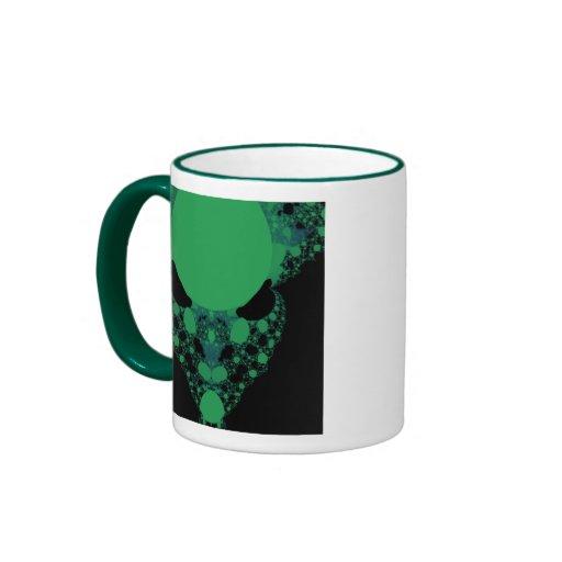 Fractal extranjero verde de la cara taza de café
