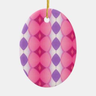 Fractal moderno púrpura rosado de las formas de adorno navideño ovalado de cerámica