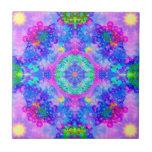 Fractal púrpura y verde del caleidoscopio azulejo ceramica