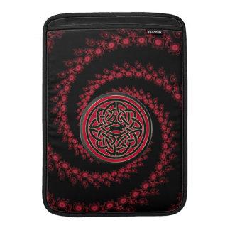 Fractal rojo y negro con el nudo céltico fundas para macbook air