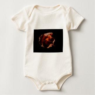 Fractualis color de rosa anaranjado mameluco de bebé