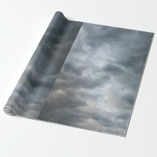 Fractura de las nubes de tormenta papel de regalo