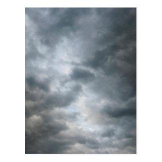 Fractura de las nubes de tormenta tarjetas postales