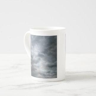 Fractura de las nubes de tormenta taza de porcelana