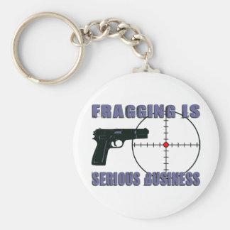 Fragging es negocio serio llavero personalizado