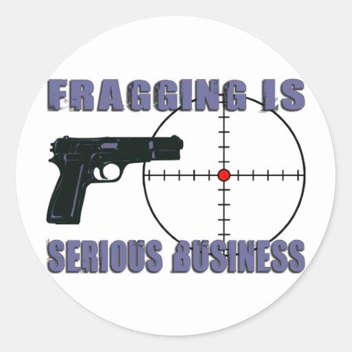 Fragging es negocio serio pegatina redonda