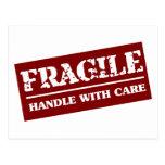 Frágil dirija con el artículo del cuidado tarjetas postales