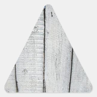 Fragmento de la cerca de madera vieja pintada gris pegatina triangular