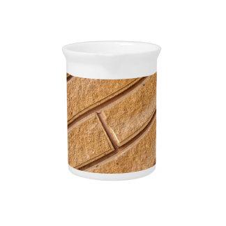 Fragmento de la pared marrón decorativa jarra
