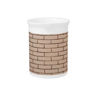 Fragmento de un beige de la pared de ladrillo con jarrón