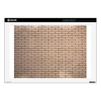 Fragmento de un beige de la pared de ladrillo con portátil calcomanía