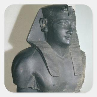 Fragmento de una estatua egipcia del estilo de colcomanias cuadradas