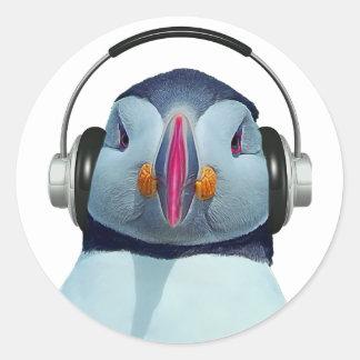 Frailecillo con los auriculares pegatina redonda