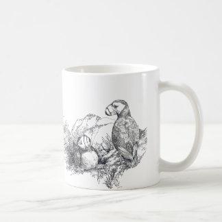 Frailecillos adorables B de Alaska y taza de la