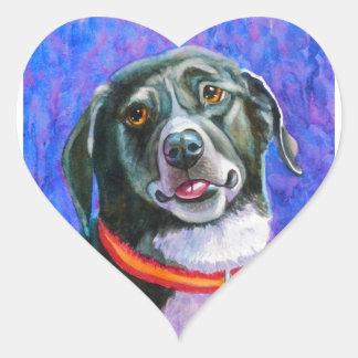 Frambuesa del perro negro pegatina en forma de corazón