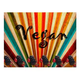 Frambuesas coloridas del vegano de las rayas postal