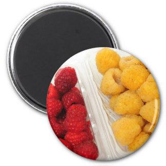 Frambuesas rojas y de oro imán redondo 5 cm