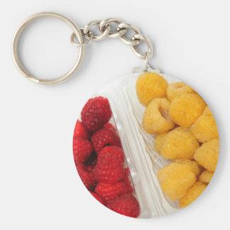 Frambuesas rojas y de oro llavero redondo tipo pin