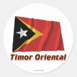 Français orientales de Drapeau Timor avec le nom Pegatinas Redondas