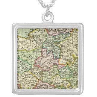 France 31 square pendant necklace