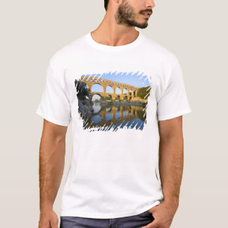 France, Avignon. The Pont du Gard Roman aqueduct T-Shirt