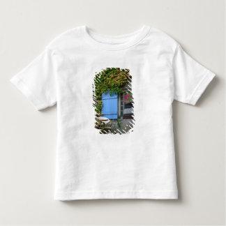 France, Les Baux de Provence, café patio Tee Shirt