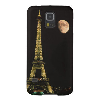 France, Paris. Eiffel Tower at night with Galaxy S5 Case