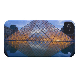 France, Paris. The Louvre at twilight. Credit iPhone 4 Case-Mate Cases