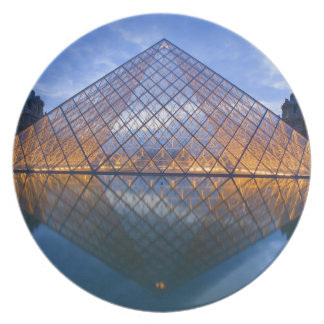 France, Paris. The Louvre at twilight. Credit Dinner Plate