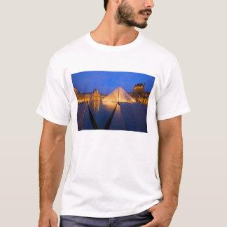 France, Paris. The Louvre museum at twilight. T-Shirt