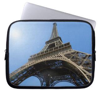 FRANCE, PARIS, TOUR EIFFEL LAPTOP COMPUTER SLEEVES