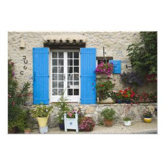 France, Provence, Saint-LÈger-du-Ventoux. Photograph