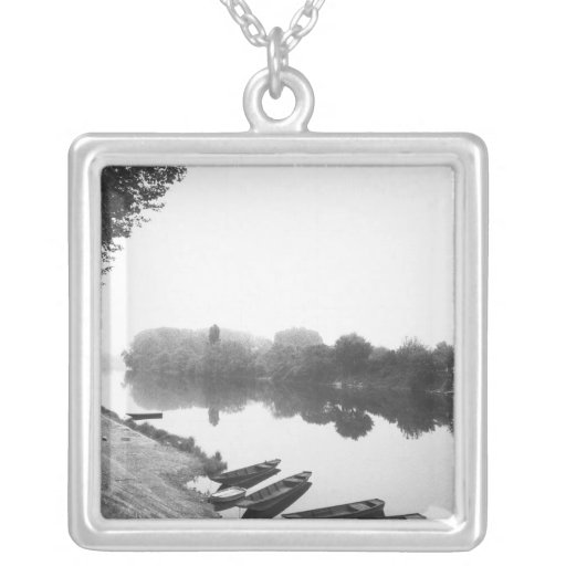 FRANCE, Touraine, The Loire: CHINON Boats along Necklace