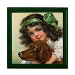 Frances Brundage: Chica con el perro Joyero Cuadrado Grande